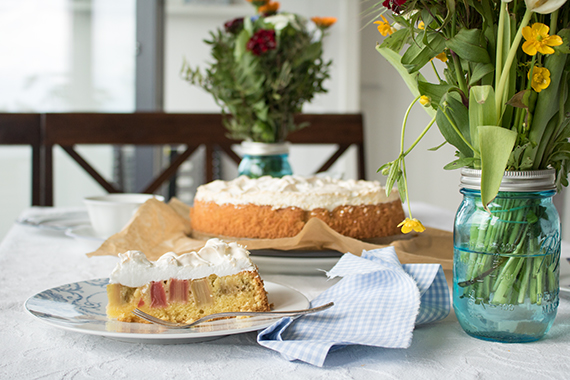 Rhabarber-Baiser-Kuchen – allseits beliebter Klassiker und dieser schmeckt auch mir!