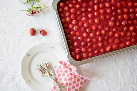 der beste Erdbeerkuchen – mit Vanillebuttercreme und Tortenguss